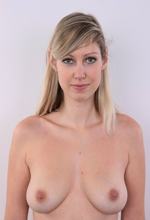 20 plus girl uncovers natural tits as she peels off her clothes