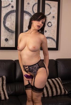 Mature MILF Wanilianna masturbates her shaved bush in nylons and garters
