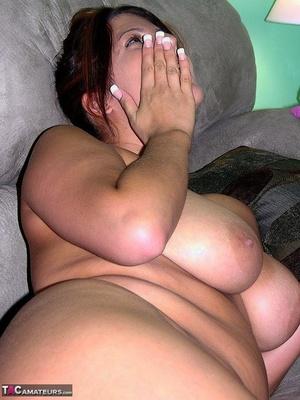 Hot fatty brunette Lavender Rayne sucking nerdy oldman cock while masturbating