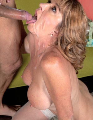 Mature woman Dee Delmar opens her mouth broad for jizz after fucking