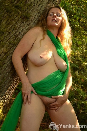 Thick amateur with large bra-stuffers fingers her vagina out in the woods