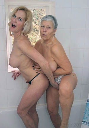 Old lesbians lick each other feet before getting into the bath together
