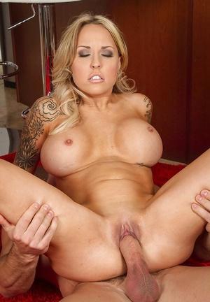 Blonde milf Payton West cheat on her husband with this bodybuilder