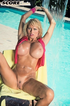 Unforgettable 90s model Kimberly Kupps demonstrates sensual body outdoors