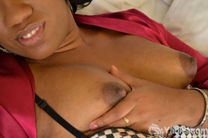 Huge black chick Sydnee Capri toys her shaved pussy in solo action