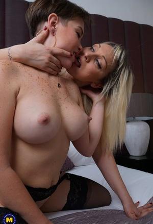 2 kinky curvylicious amateur housewives having steamy sapphic sex