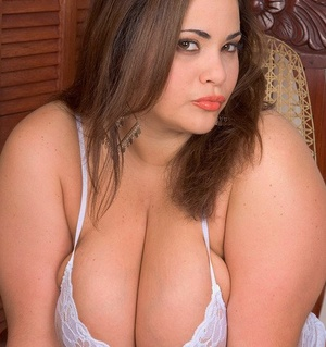 Fat solo girl Gia Johnson unveils her huge orbs before baring her big ass