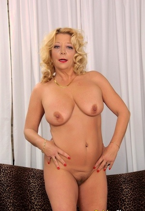 Sexy nan with blonde hair and nice tits Karen Summers showcases her bald twta
