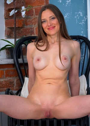Leggy Russian housewife Bridget Flash pets her pink pussy in the nude