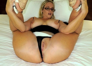 Amateur chick Dee Siren shows her huge ass prior to having sexual intercourse