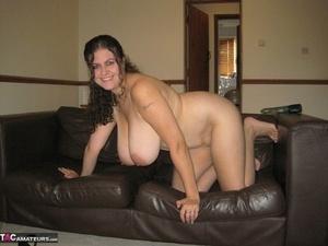 Amateur BBW DeniseDavies fucktoys her bald cunt after exposing her huge boobs