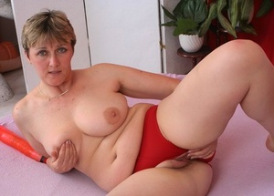Brief haired mature bitch Isis deep throats some fat rod in Sixty-nine and rides it