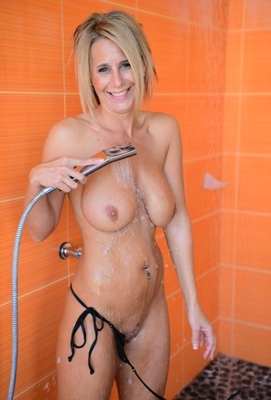 Water jet satisfies captivating MILF with yam-sized tits in the cozy shower stall