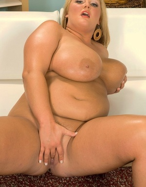BBW Anna Kay shows her meaty mounds before she fingers her drenched pussy