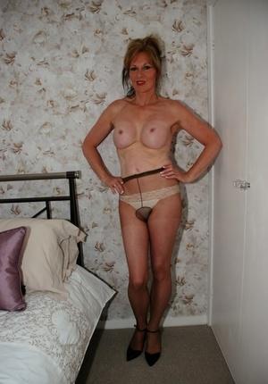Mature first timer Jessicas Honeyz bares her big tits in pantyhose