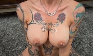 Tattooed pornstar Anna Bell Peaks gives pierced nipple tit job and POV blowy
