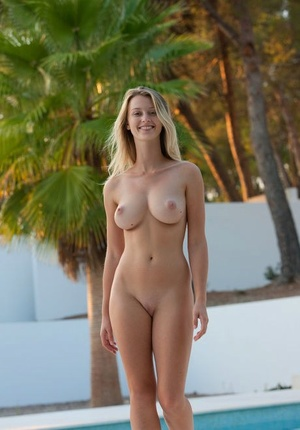 Busty Carisha loves posing nude at the pool showing off her killer kinks