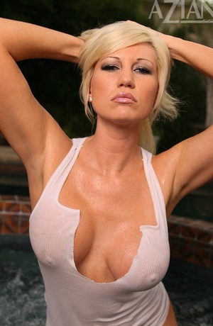 MILF Tiffany Price having fun with her soaking wet snatch outdoors