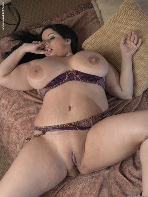 Brunette BBW Devyn Devine frees her huge breasts prior to toying her pussy