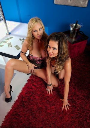 Hot chick enlists blonde stripper Julia Ann to help her give a dual oral pleasure