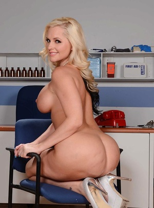 Tall and blondie mom Alena Croft baring her big white ass and large breasts