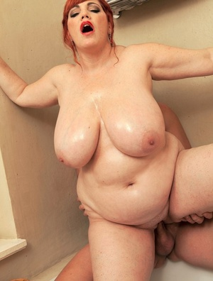 Large redhead Roxee Robinson takes a mouthful of jizz after hook-up in tub