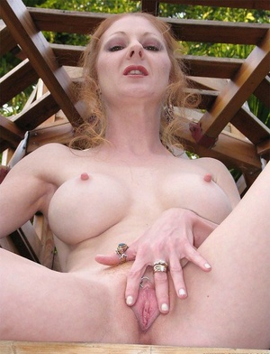 Lean slender mature chick Annie Body shows her nice anal gape