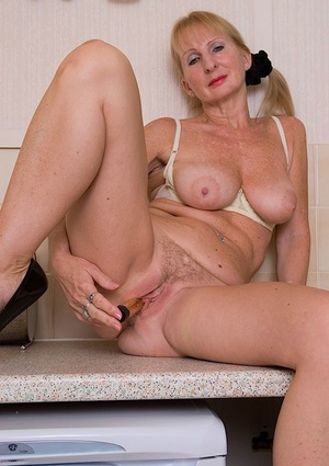 Ugly mature chick pleasing her hungry hairy cunt with a vibrator
