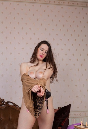 Tall female Marika Di plays with her all natural cootchie after getting naked