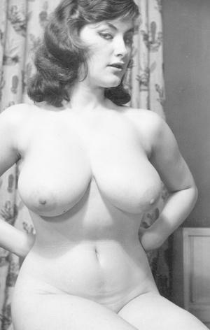 Huge-boobed vintage MILF models with big nips showing off their hot wares