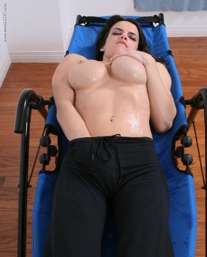 Fit chick wets her lush tits while cooling down from a sweaty workout